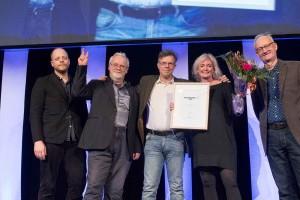 Sveriges Natur tar emot pris för Årets Tidskrift Fackpress Print